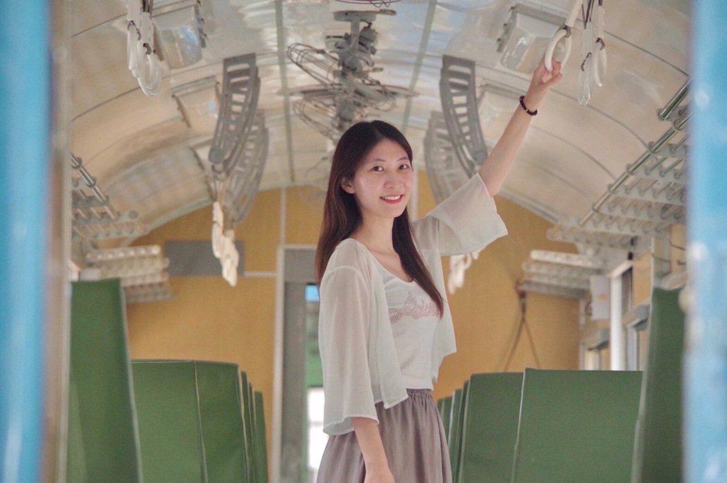 透過列車旅行看台灣,復古色調、搭配浪漫的藍,任何景色都被染上一層柔美濾鏡,沒搭過...