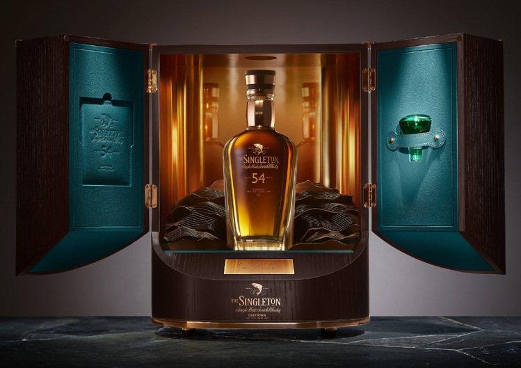 「蘇格登時光顛峰系列收官之作——54年單一麥芽威士忌原酒」建議售價100萬元。圖...
