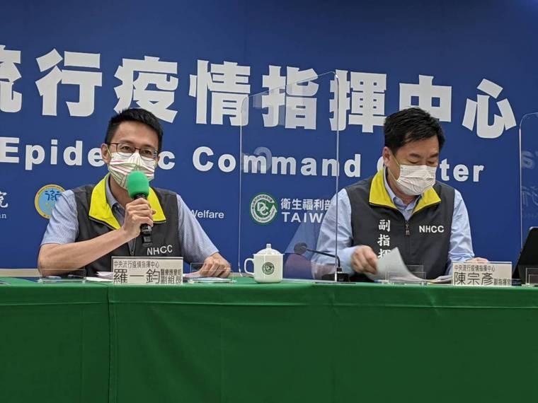 BNT疫苗今校園開打,記者會出席名單由左到右中央流行疫情指揮中心醫療應變組副組長...