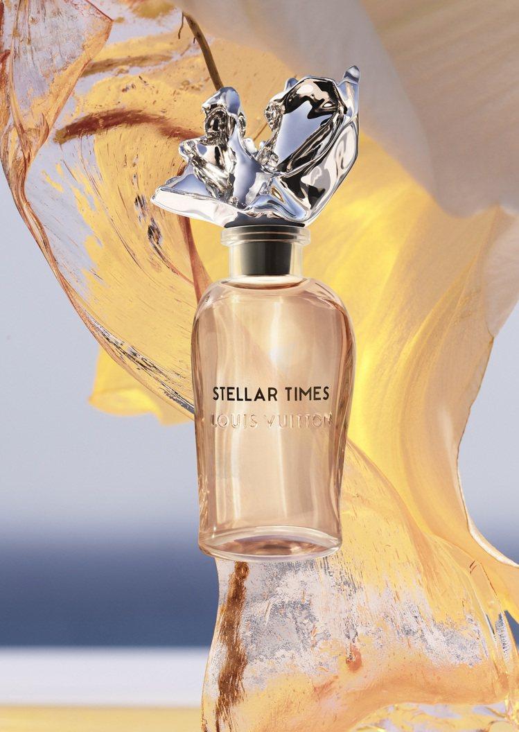 張狂皺褶的瓶蓋令人聯想到海浪的噴濺和生命的律動,以一陣風作為靈感,也以船帆表達自...