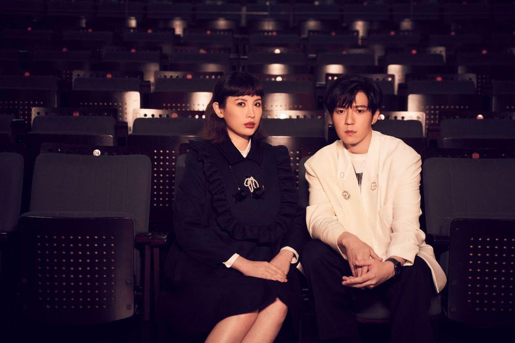 蔣卓嘉(右)與金曲歌后魏如萱相識10年,首度於音樂上合作。圖/索尼音樂提供