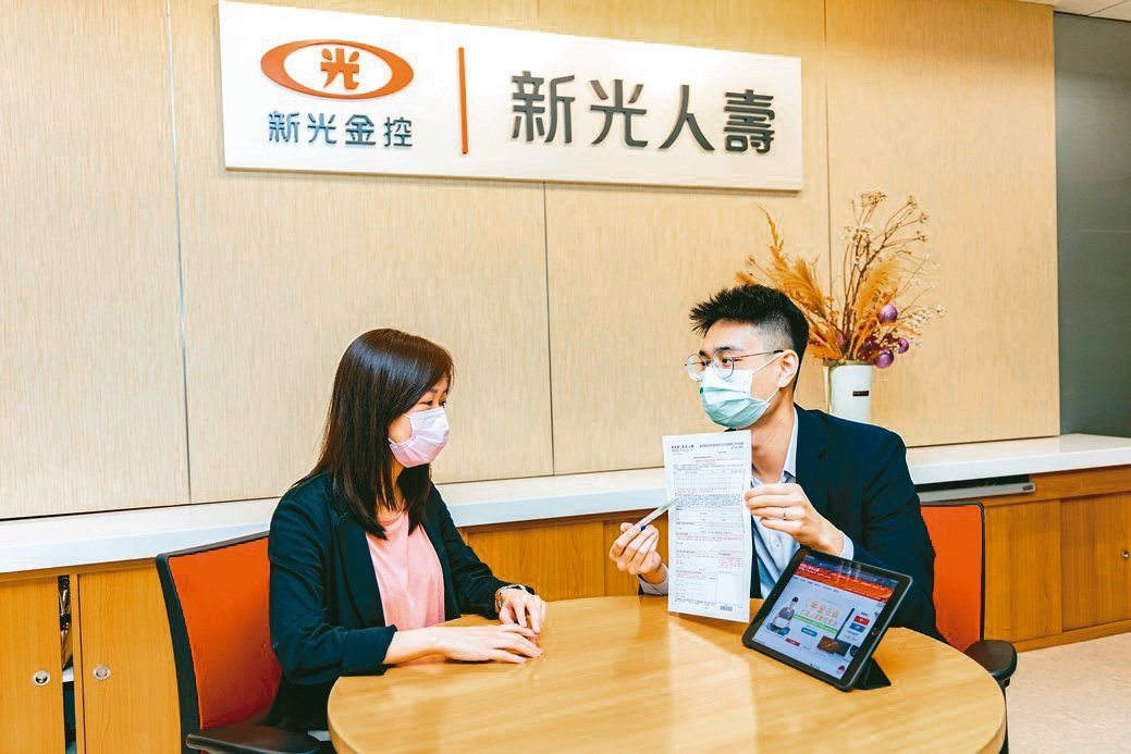 新光人壽攜手新光銀行創新開辦「轉帳授權影像核印服務」。新光人壽/提供