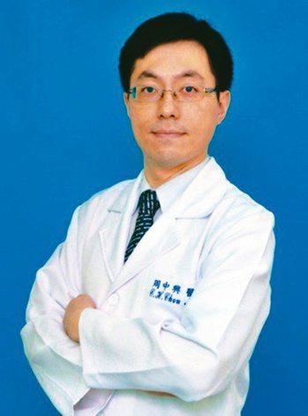 三總神經科主任周中興說,發生急性中風,立刻打119送醫。圖/周中興提供