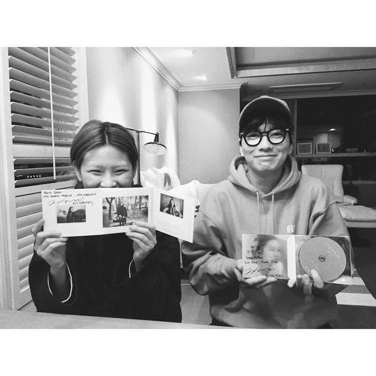 鄭浩妍的男友李東輝近期作品是浪漫的約會電影《今天決定我愛你》,在戲中大秀中文對白...