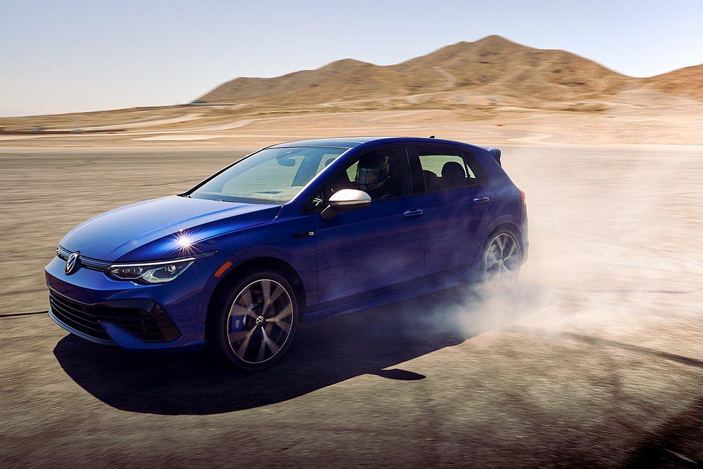 全新第八代福斯Golf GTI以及Golf R預定今年第四季起抵達美國經銷據點。...
