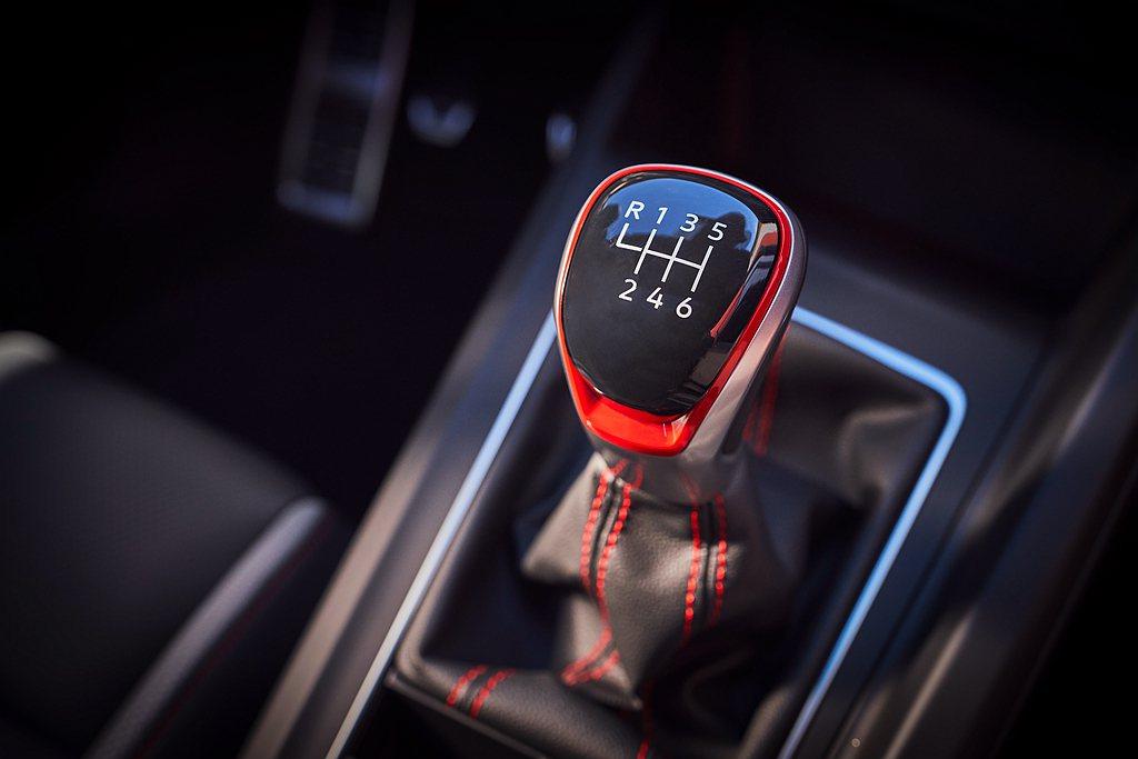 美規第八代福斯Golf GTI全數車型都提供六速手排版本可選。 圖/Volksw...