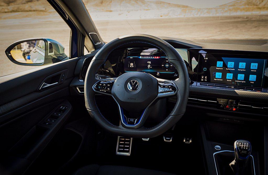 不過美規福斯Golf R也提供六速手排變速系統可選,售價自43,645美元起。 ...