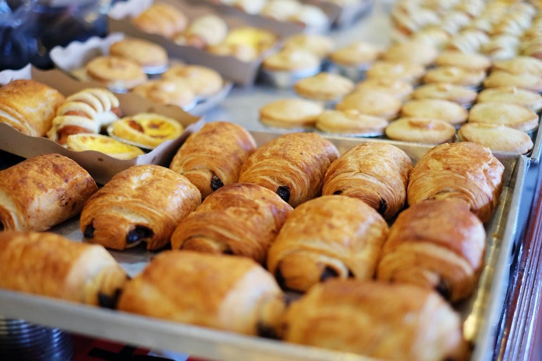 剛出爐的麵包過熱,店家都會冷卻,避免燙口,因此不會有致癌問題。 圖/unspla...