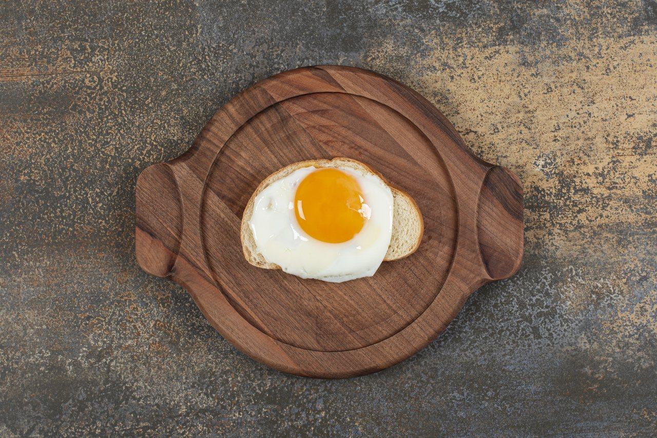 膽固醇是製造維他命D、膽汁和一些荷爾蒙的成分之一。 圖/freepik