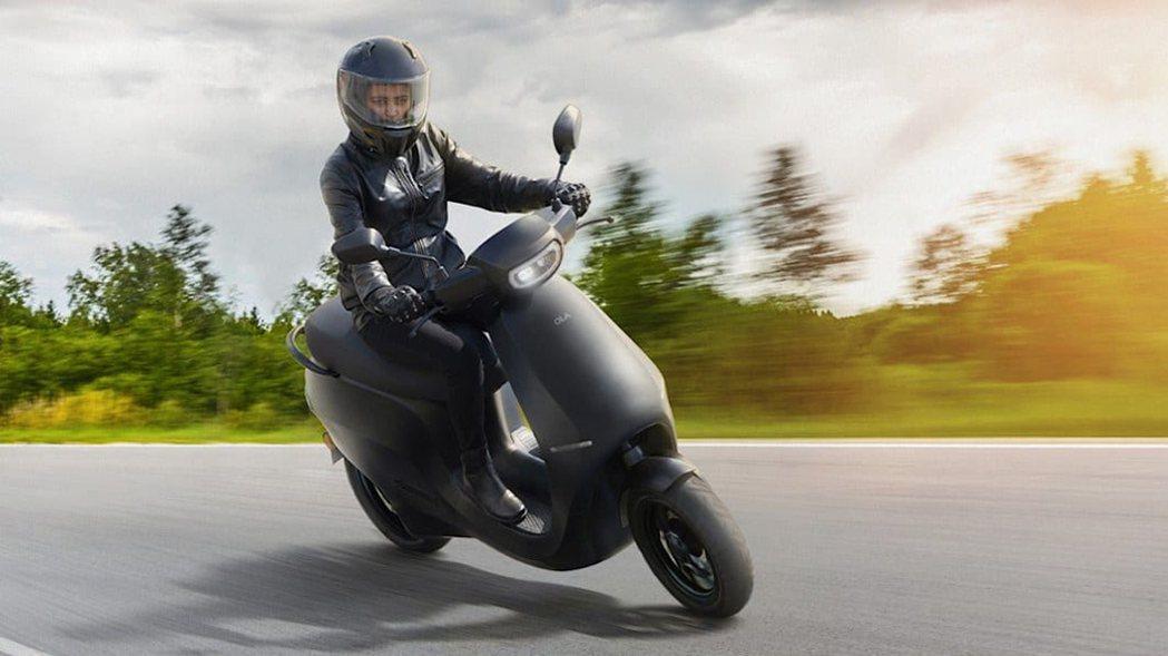 印度電動機車廠Ola Electric Mobility將僱用萬名女性員工。 圖...