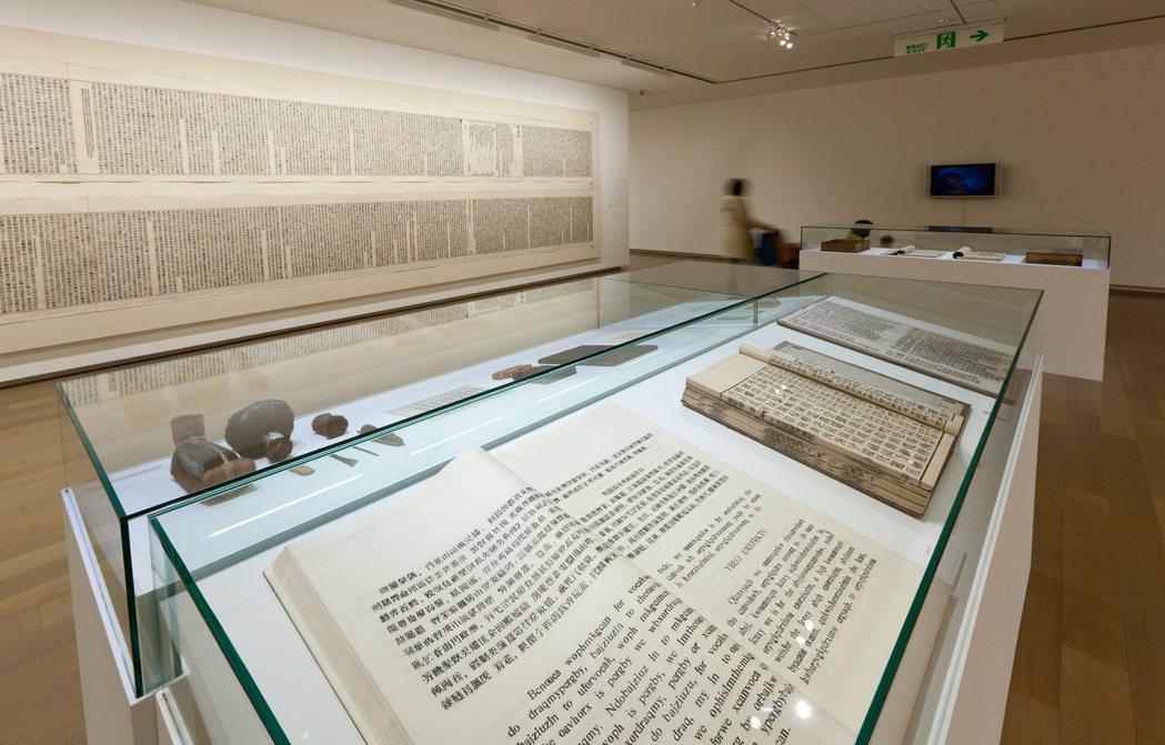 2012年徐冰個展「徐冰:從天書到地書」。圖/誠品提供