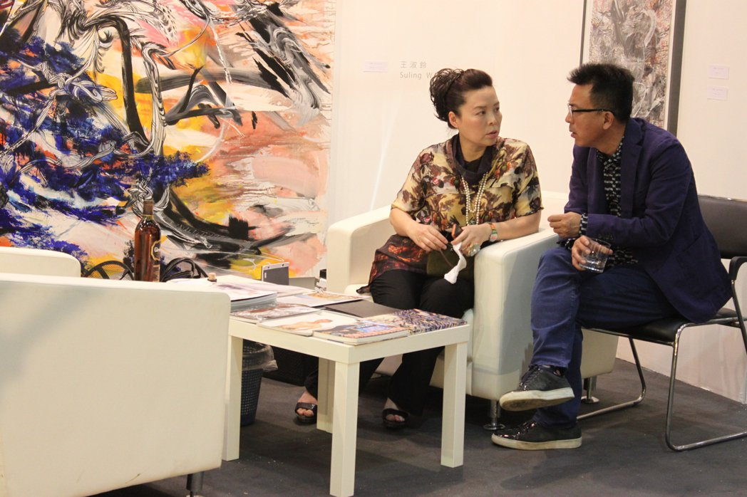 2012年趙琍與劉小東在Art Beijing。圖/誠品提供