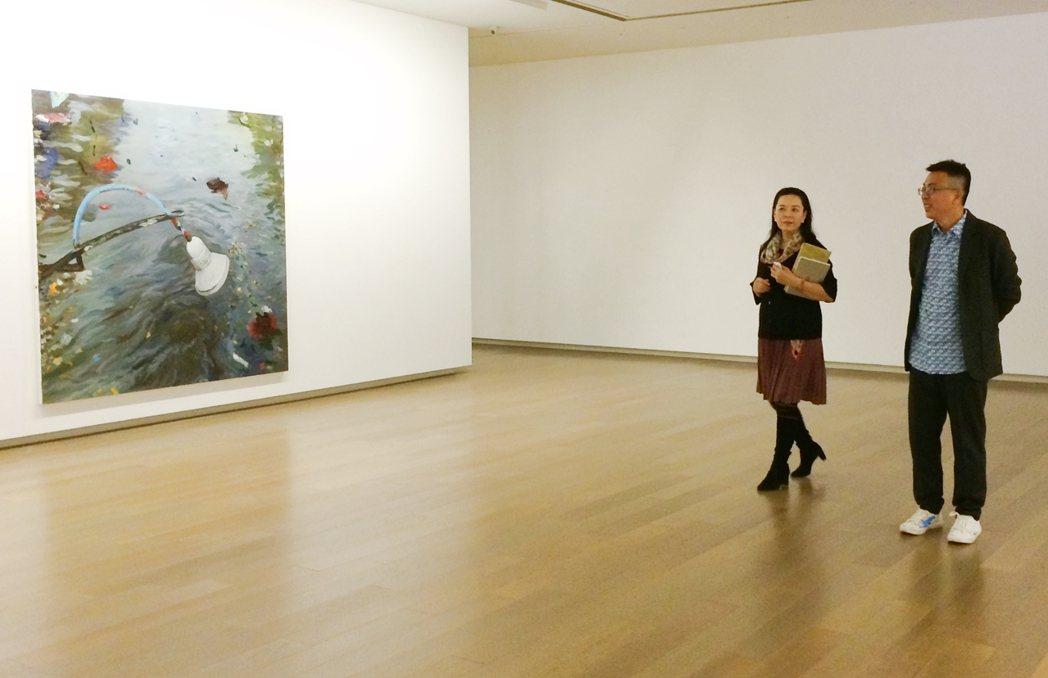 2014年趙琍與劉小東在劉小東個展「劉小東在印度尼西亞」。圖/誠品提供