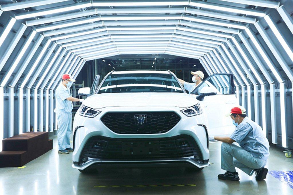 皇冠陸放於中國上海車展首度亮相後,隨即於7月3日展開預定;順著一汽豐田新車於近期...