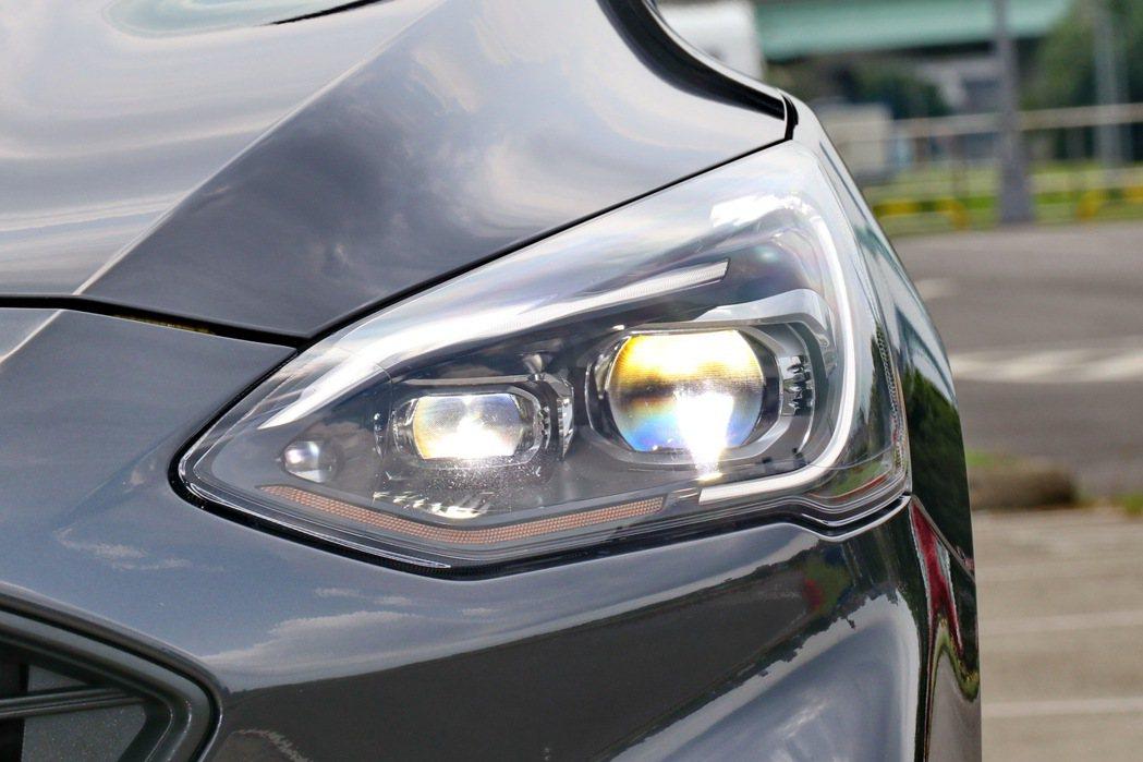 歐洲原裝進口Dynamic LED智能動態照明系統。 記者陳威任/攝影