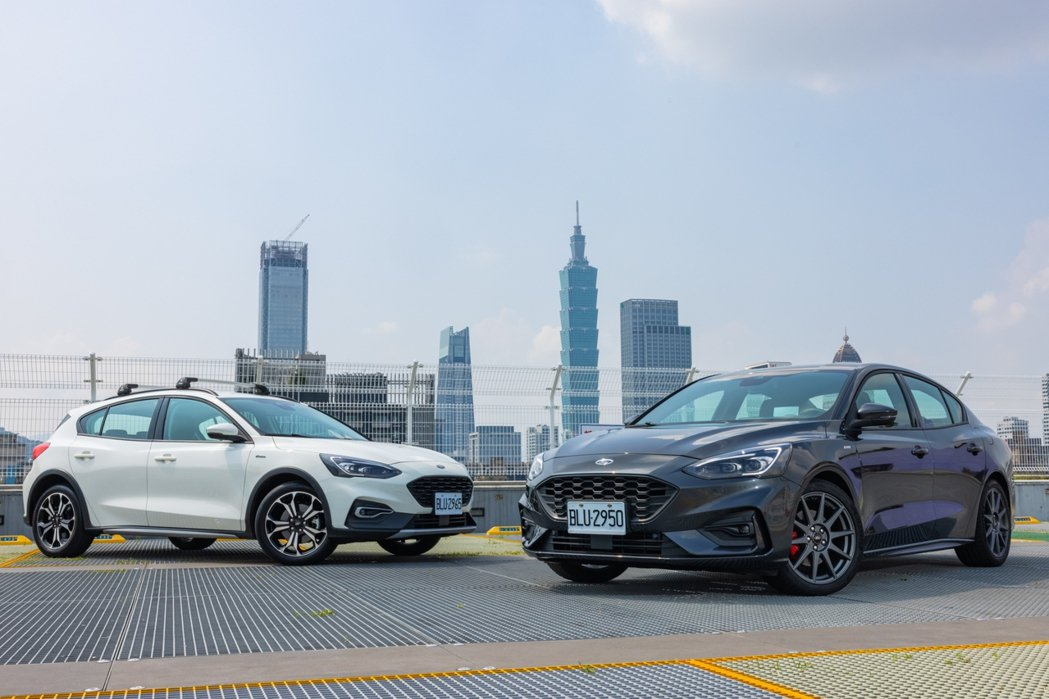全新2022年式Focus ST-Line Lommel X四門車型(右)及Fo...