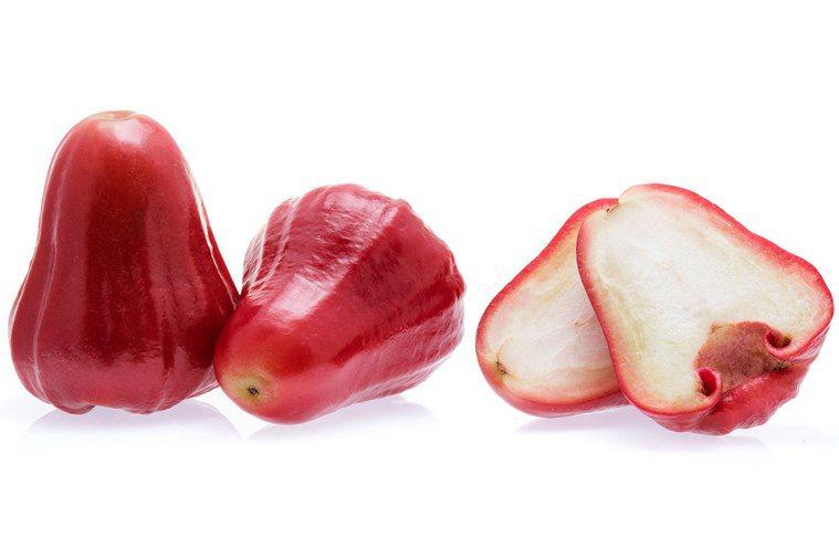 蓮霧形狀可愛又討喜,果皮色澤深紅,果肉清脆甜美,味道帶點蘋果的甜又有些水梨淡淡的...