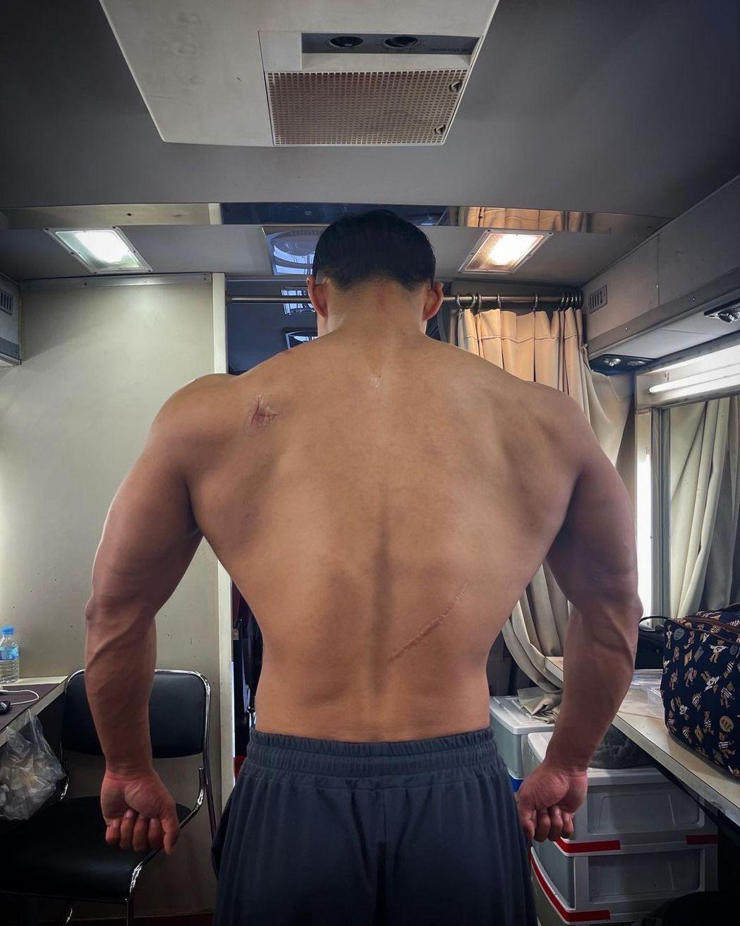 南宮珉練成筋肉人。圖/擷自IG