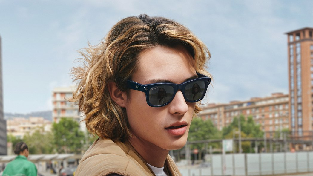 Facebook與雷朋眼鏡生產商EssilorLuxottica合作開發,推出智...