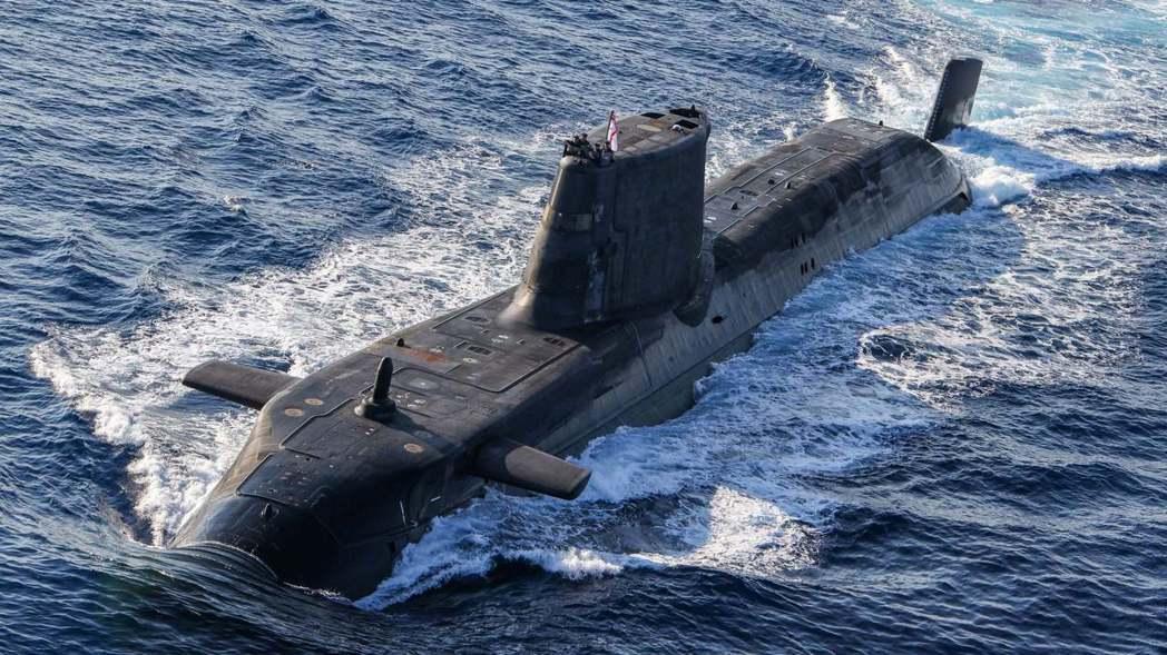 在澳洲棄單10天內,法國也積極地向印度、南韓海軍示好交涉,暗示「法國現在也願意對...