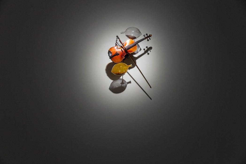 雷貝嘉.霍恩的作品《陽光之嘆》(2006)。 圖/臺北市立美術館提供