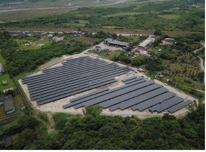 淞英能源完成宜蘭最大的2.943MW地面型,為一地二用設計,養羊兼發電。 淞英能...