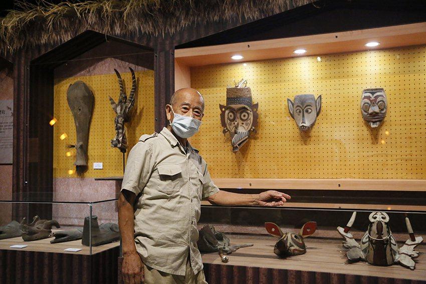 藝術家吳炫三走遍世界各地,收藏許多精采的部落面具。 十三行博物館/提供