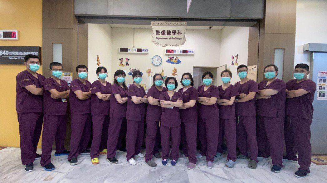 小港醫院影像醫學科團隊除了高端精密檢查之外,對於一般攝影檢查同樣兼顧服務流程精進...