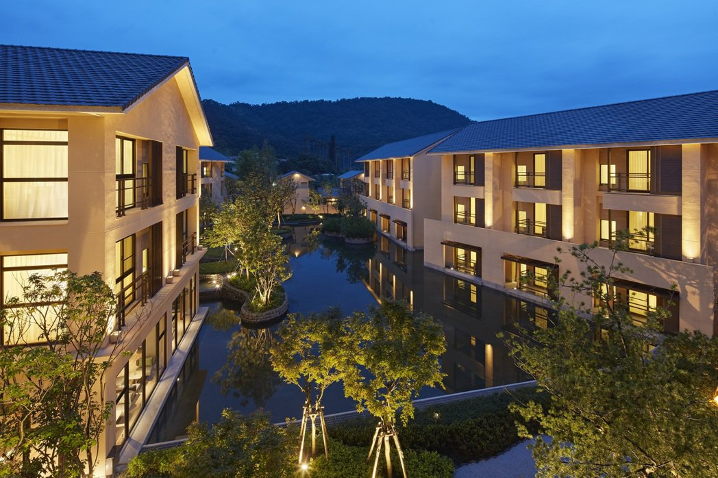 宜蘭力麗威斯汀酒店以東方禪風詮釋日式傳統雁型設計的建築風格。
