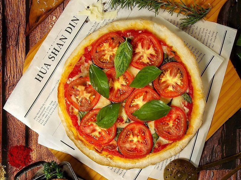 經典瑪格麗特披薩,紅、白 綠三主色,漂亮實吃。