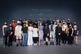 台北時裝週吹藝術風 魔法阿媽走入時尚圈