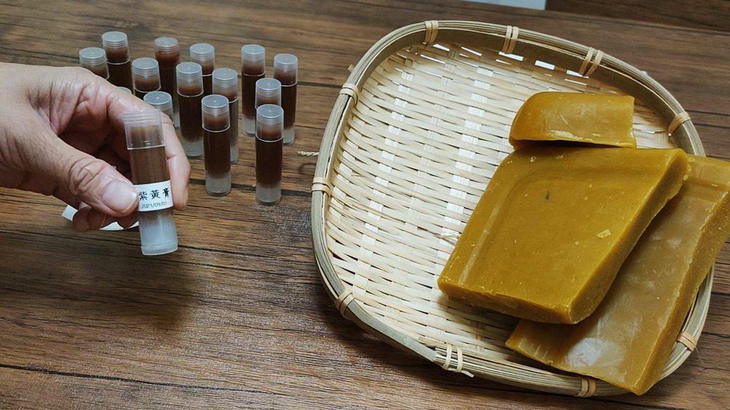 紫黃膏的成分天然可食沒有奇怪添加物,用在北鼻的肌膚上最安心,而且效果意外地好,中西醫都非常推薦。