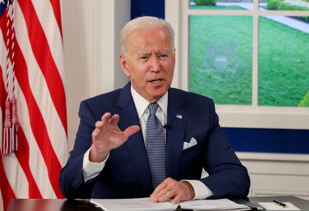 美國總統拜登22日主持新冠峰會,在視訊會議上致詞。 路透社