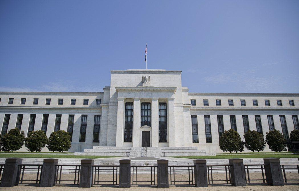 聯準會11月決策會後宣布利率按兵不動,但暗示很快就會開始縮減購債。      美...