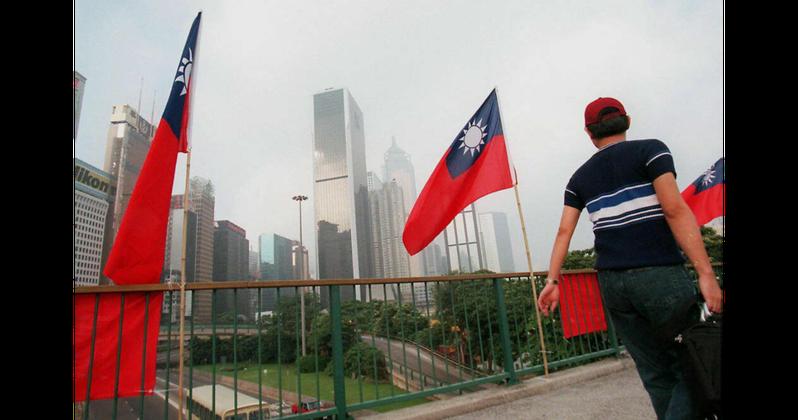 圖為早年「雙十節」當天,香港街頭飄揚的「青天白日滿地紅旗」。法新社