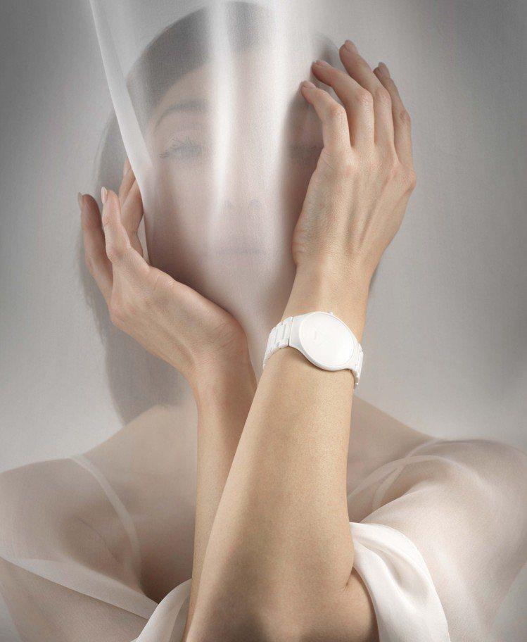純白色與全白色的視覺,讓True Thinline真我超薄系列高科技陶瓷Stil...