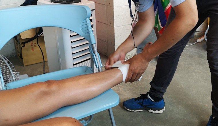 台南市立安南醫院骨科醫師方啟榮建議,運動受傷能不冰敷就不要冰敷。圖/醫院提供