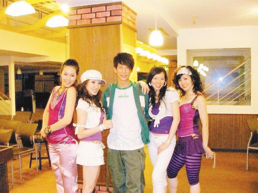曾馨瑩(右二)和張勝豐(中)合作多年,默契十足,情同師徒。照片/UNITY舞蹈館...
