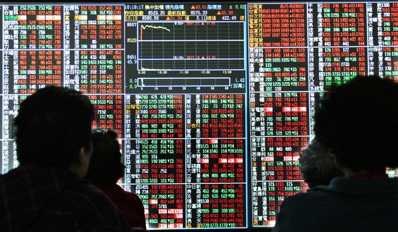 台股在中秋節連假後的第一個交易日失守1萬7000點關卡,近來成交金額持續低於3000億元,呈現量縮下跌態勢。圖/聯合報系資料照片