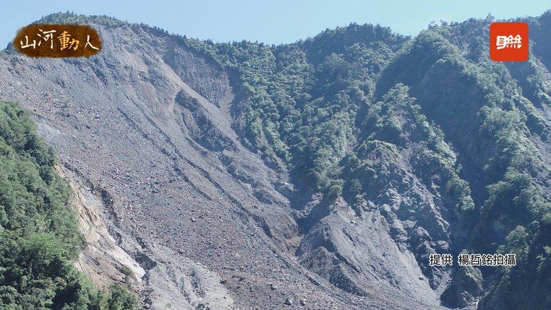 GeoPORT團隊利用地動訊號以及數據,判斷玉穗溪土石流崩塌的時間在8月7號早上9點17分,目前玉穗溪上游出現大規模崩塌,景象嚇人。照片/聯合大學助理教授楊哲銘提供