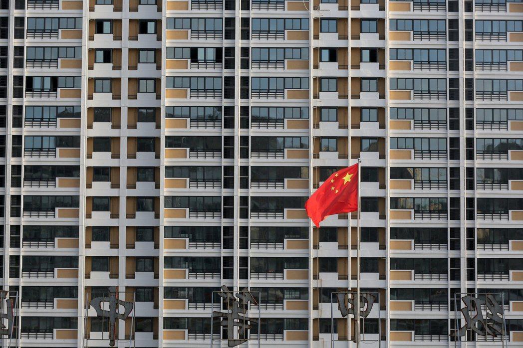惠譽下修大陸今明兩年的經濟成長率預測,主要因大陸房市降溫。路透