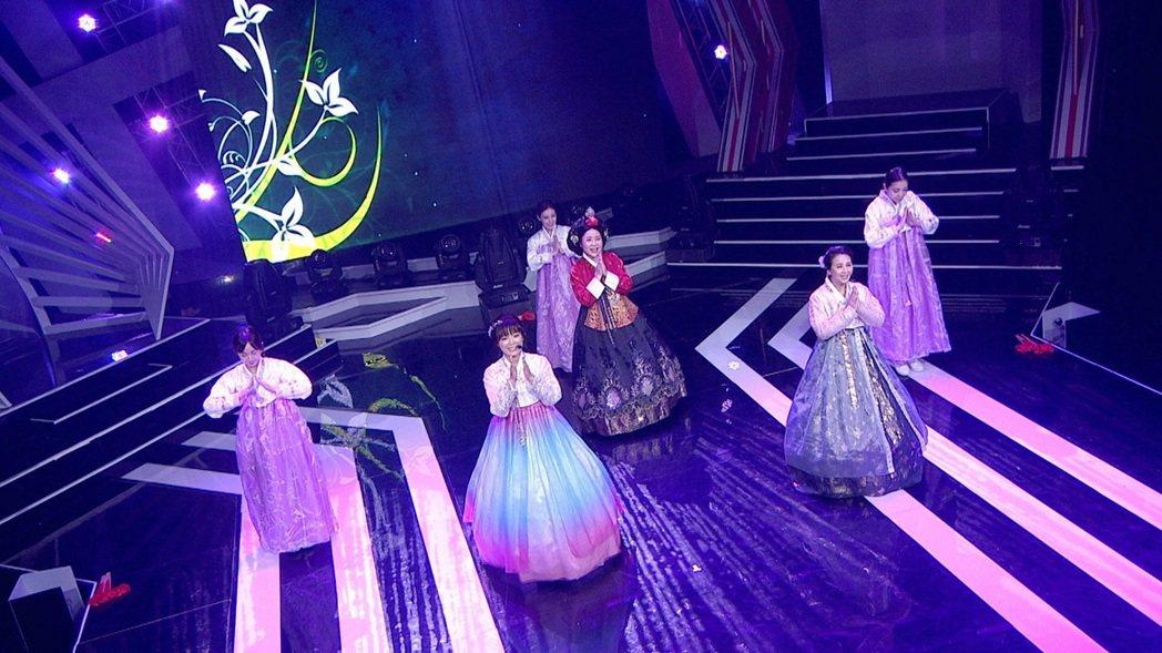 于美人(中)難得換上韓國娘娘的造型。圖/三立提供