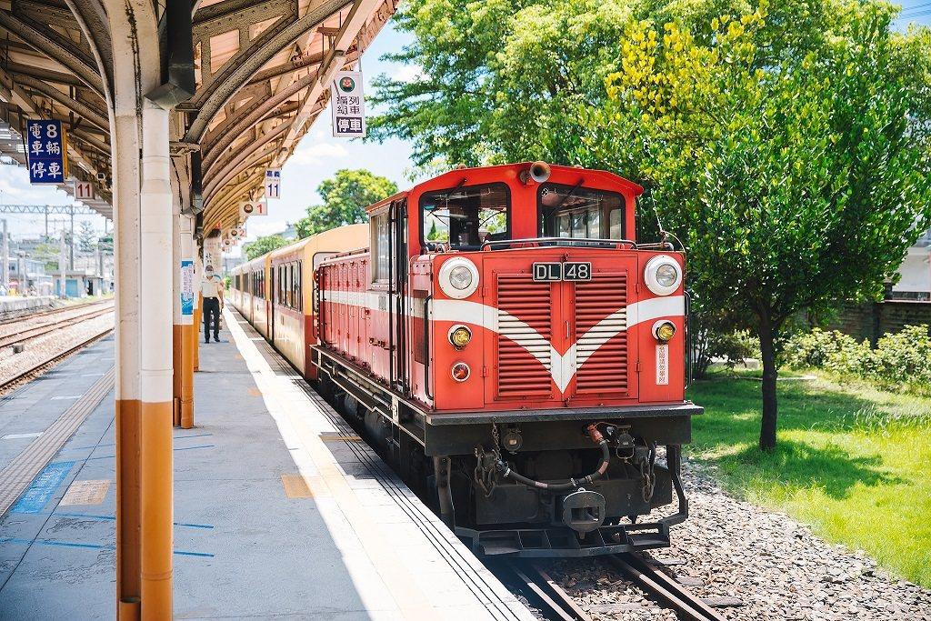 雄獅集團投入集團的資源經營鐵道旅遊,「嘉南林鐵下行二日」搭乘有百年歷史的阿里山林...