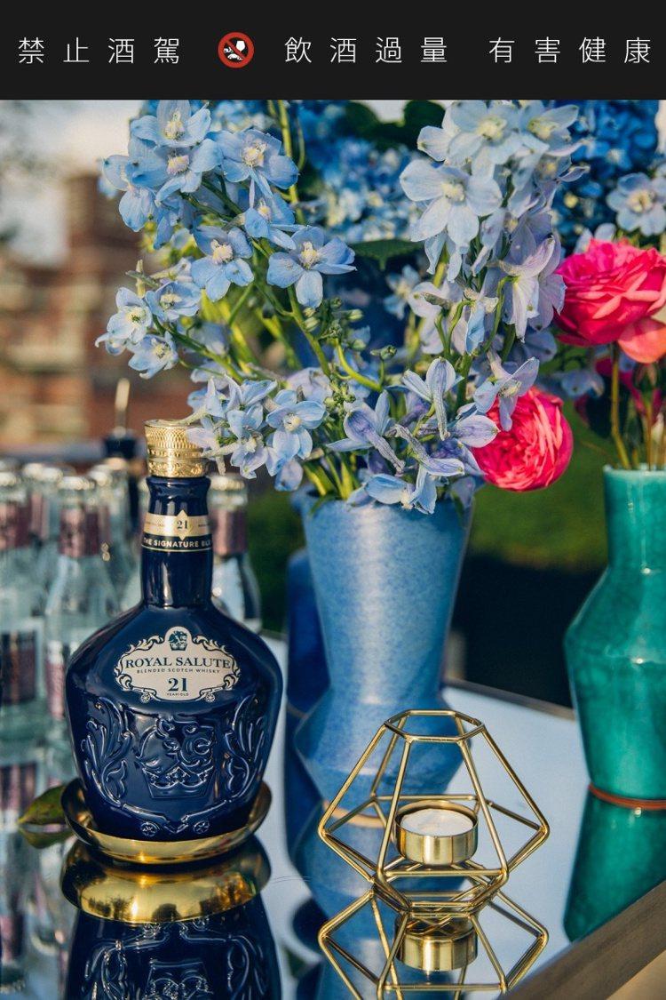 「皇家禮炮 21年威士忌」於威士忌大賞中,獲得蘇格蘭調和威士忌「極品中的極品」殊...