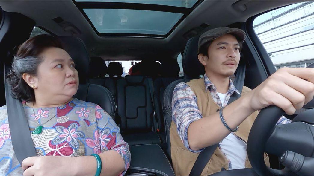 楊銘威(右)今年和鐘欣凌都入圍金鐘獎。圖/國際富豪汽車提供