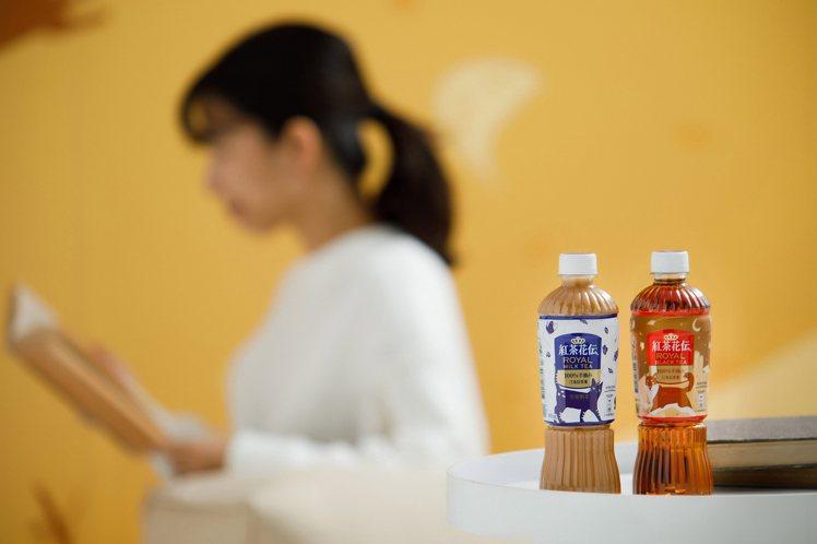 兩款由APUJAN打造的聯名新裝,搭配溫暖的「紅茶花伝」交織出生活中療癒的美好時...