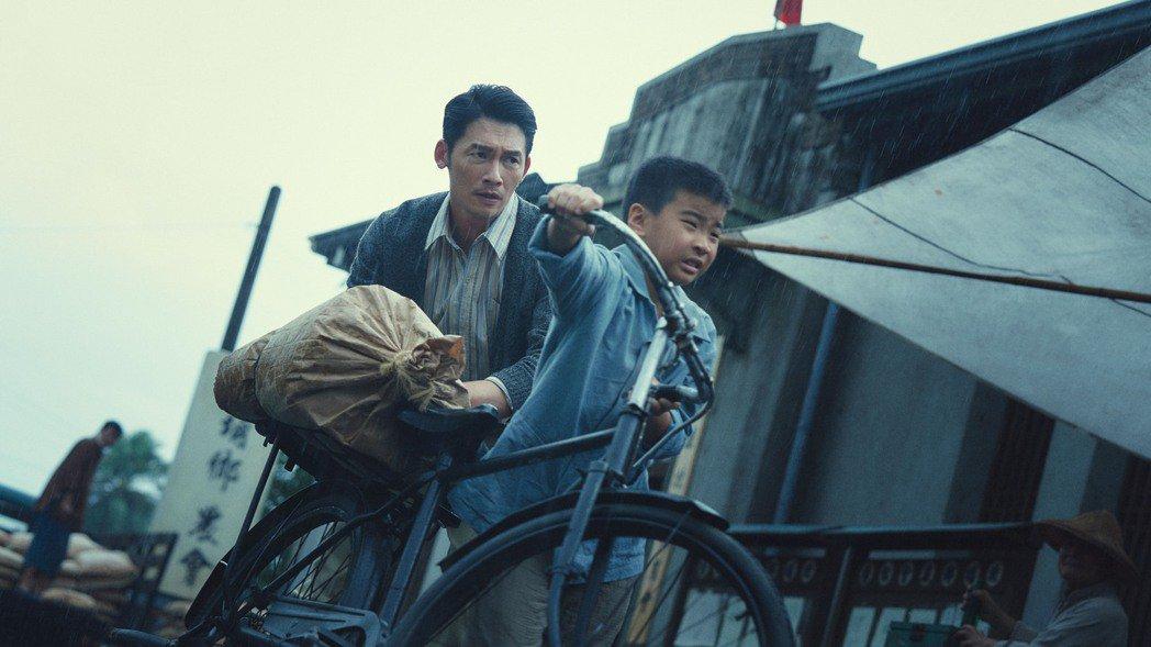 溫昇豪在「茶金」中,角色經歷多重身份認同轉變。圖/公視提供