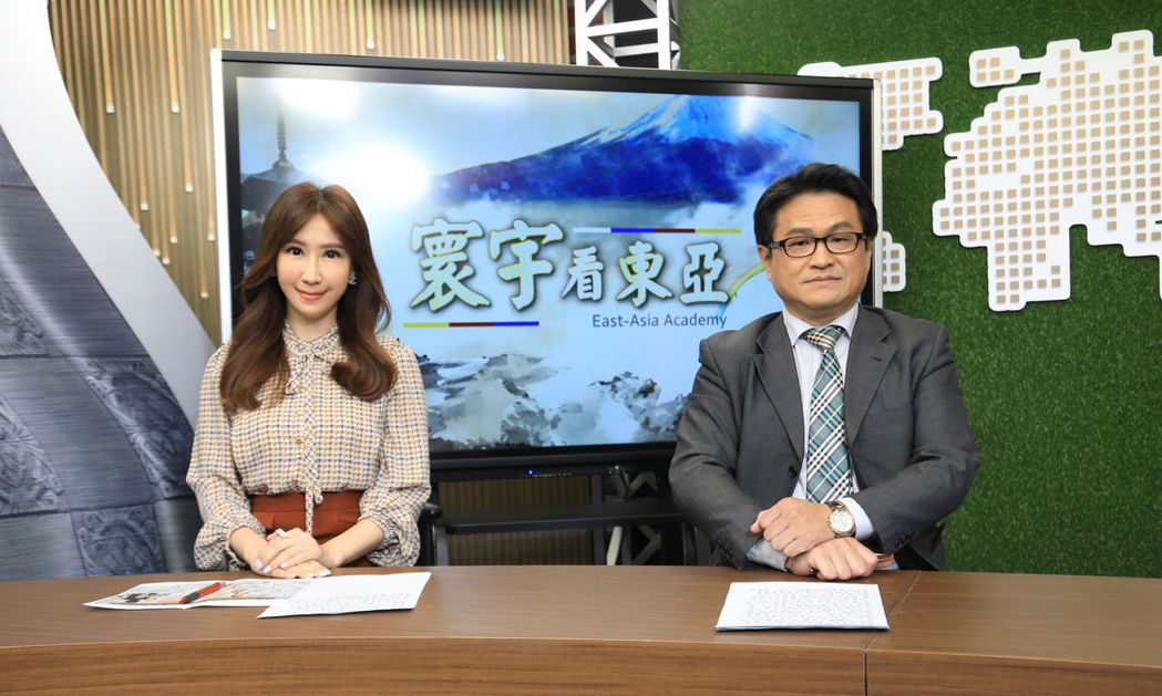 主播劉以勤(左)、東海大學日本區域研究中心主任陳永峰(右) 。圖/寰宇新聞台提供