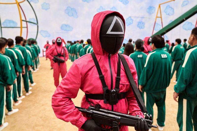 韓國影集「魷魚遊戲」17日在全球Netflix同步上線後,在全球掀起熱潮。圖/取自Netflix