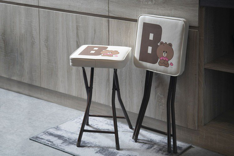 屈臣氏即日起至10月20日推出首波「童樂趣生活」集點活動,「隨你坐摺疊凳」集滿8...